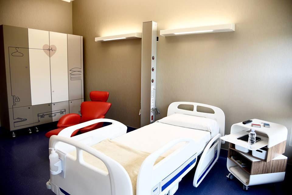 Arredo camere di degenza ordinaria e complementi bagno for Arredo ospedaliero