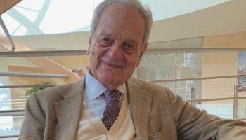 Oggi il nostro direttore in visita dal Prof. Giorgio Cosmacini – docente di Storia della medicina presso la Facoltà di Filosofia e quella di Medicina e Chirurgia dell'Università Vita-Salute San Raffaele di Milano
